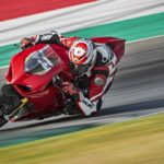 2018-Ducati-Panigale-V4-onroad-026