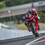 2018-Ducati-Panigale-V4-onroad-028