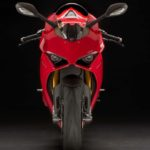2018-Ducati-Panigale-V4-onroad-042