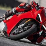 2018-Ducati-Panigale-V4-onroad-05