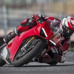 2018-Ducati-Panigale-V4-onroad-06