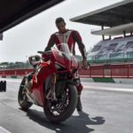 2018-Ducati-Panigale-V4-onroad-09