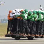 indiai-vilagcsucs-58-ember-egy-motoron