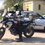 motorozasi-technikak-sorozat-16-tolatas-emelkedon-onroad-1